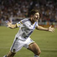 Gerrard scores in MLS debut as Galaxy beat Quakes