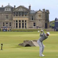 Johnson leads British Open with 65; Spieth two off pace