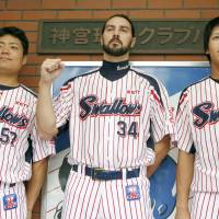 Tony Barnette entered the second half of the NPB season with 21 saves for the Swallows. | KYODO