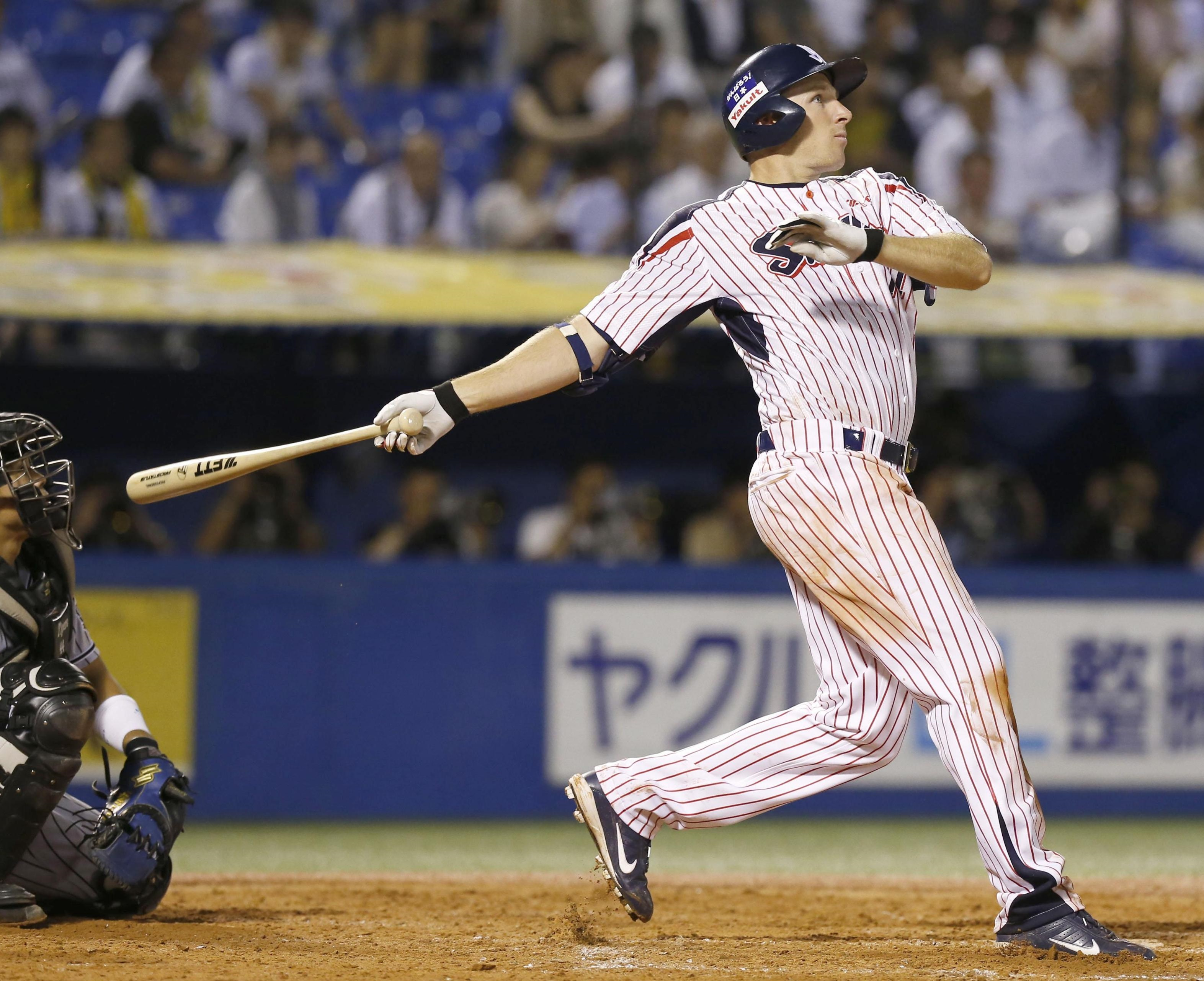 Yakult's Mitch Dening hits a tiebreaking two-run single during the fifth inning of the Swallows' win over the Tigers.   KYODO