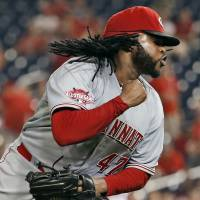Cueto outduels All-Star Scherzer