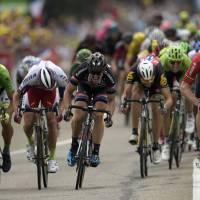 Greipel sprints to Stage 15 victory