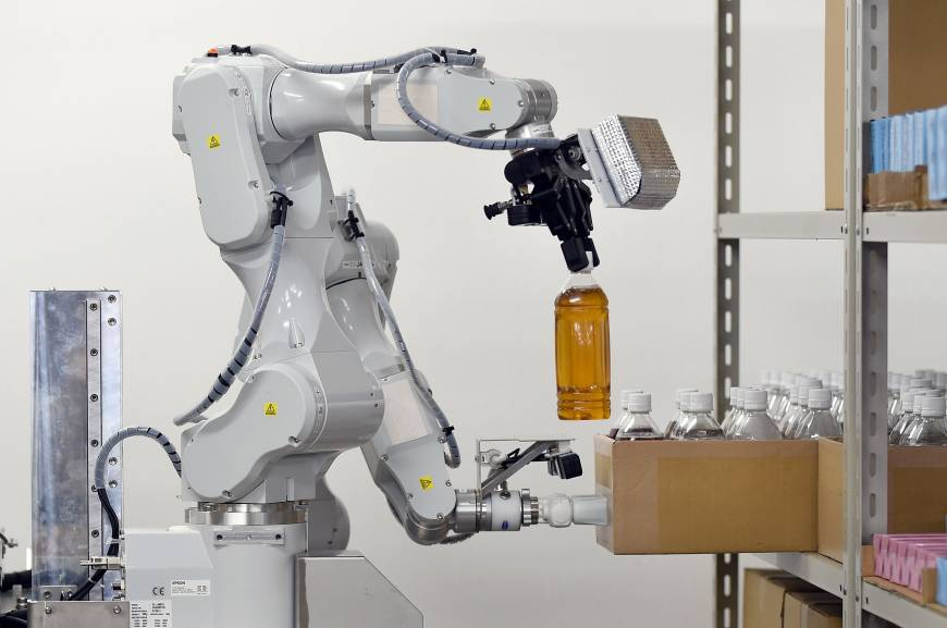 hitachi 39 s new labor intensive robot could replace some workers in warehouses the japan times. Black Bedroom Furniture Sets. Home Design Ideas