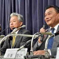 Toyoyuki Nagamine (right), senior executive officer at ANA Holdings, speaks while the head of Integral investment fund Nobuo Sayama (center) and Skymark Airlines chairman Takashi Ide (left) look on at a news conference at the transport ministry in Tokyo on Wednesday. | AFP-JIJI