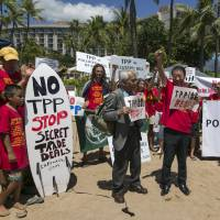 Former agriculture minister Masahiko Yamada (center) leads a protest against the Trans-Pacific Partnership talks in Lahaina, Hawaii, on Wednesday. | REUTERS