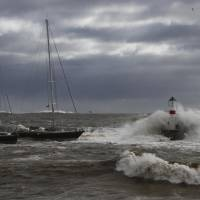 Towering waves pound the seacoast of Vina del Mar, on Saturday as a storm marked by strong winds and fierce downpours approaches from the Pacific Ocean hitting the Chilean coast. | AFP-JIJI