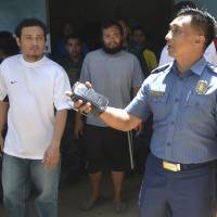 Filipino coast guardsmen flee terrorist captivity; no word on Japanese, other hostages