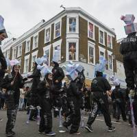 Notting Hill kicks off carnival of color