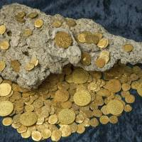 Over 350 gold coins from a sunken Spanish treasure are seen in an undated handout picture courtesy of 1715 Fleet — Queens Jewels. Florida treasure hunters found the trove of $4.5 million worth of Spanish gold coins 300 years to the day after a fleet of ships sank in a hurricane while en route from Havana to Spain, the salvage owner said Wednesday. | REUTERS / 1715 FLEET — QUEENS JEWELS, LLC / HANDOUT VIA REUTERS