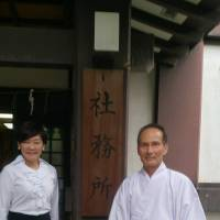 Akie Abe poses with a senior priest of Yasukuni Shrine in a photo posted on Facebook on Tuesday.