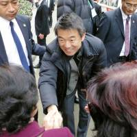 Toru Hashimoto, who launched Ishin no To (Japan Innovation Party) together with Osaka Gov. Ichiro Matsui, meets supporters during a national election campaign last December in the city of Takamatsu, Kagawa Prefecture.   KYODO