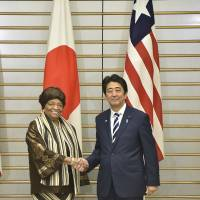 Abe pledges to support Liberia's recovery from Ebola epidemic during meeting with president