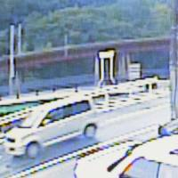 Security camera footage captured at 12:45 p.m. on Aug. 13 in Kashiwara, Osaka Prefecture, shows a minicar, suspected to belong to Koji Yamada, traveling in the direction of a mountain where the body of Ryoto Hoshino was found.   KYODO