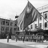Chinese prisoners salute the Republic of China flag while standing in formation in Osaka in October 1945.   U.S. NATIONAL ARCHIVES / TORU FUKUBAYASHI / KYODO