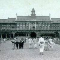 A photo shows JR Yokohama Station, which opened a hundred years ago, after the original Yokohama Station was turned into Sakuragicho Station.   YOKOHAMA CITY CENTRAL LIBRARY/KYODO