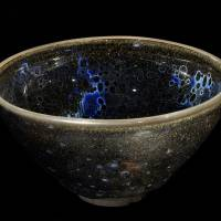 'Yohen Tenmoku Chawan,' a National Treasure, with tenmoku glaze and yohen glistening spots, from China, Southern Song Dynasty (12-13th century) | FUJITA MUSEUM, PHOTO BY MIYOSHI KAZUYOSHI