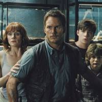 New theme park, old problems, but 'Jurassic World' is still wild
