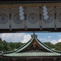 The oxidized roof and stained wood of Mishima Taisha Shrine create an immediate impression of antiquity. | STEPHEN MANSFIELD