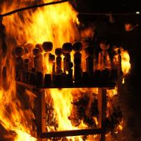 Unwanted dolls are ceremoniously burned at the Kokeshi Jinja. | MANAMI OKAZAKI