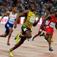 Bolt outduels Gatlin in 200, snatches record 10th world championship gold medal