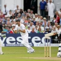 England triumphs in fourth Ashes test, takes commanding 3-1 lead
