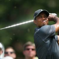 Woods shares Wyndham lead with rookie Hoge