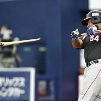 Marines slugger Alfredo Despaigne breaks his bat during Sunday's 5-0 win over the Orix Buffaloes at Kyocera Dome. The Marines are currently in third place in the PL. | KYODO