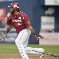 The Eagles' Wily Mo Pena hits an RBI double in the eighth inning against the Buffaloes on Saturday at Kyocera Dome. Tohoku Rakuten defeated Orix 5-3. | KYODO