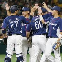 Seibu players celebrate their 6-4 win over the Hawks on Sunday. | KYODO