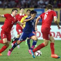 Japan's Shinzo Koroki runs with the ball during Sunday's 1-1 draw with China at the East Asian Cup in Wuhan, China. | AFP-JIJI