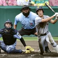 Sendai Ikuei third baseman Shota Sato hits a bases-clearing triple with two outs to tie the score 6-6 in the bottom of the sixth inning in the National High School Tournament final against Kanagawa's Tokaidai Sagami on Thursday at Koshien Stadium in Nishinomiya, Hyogo Prefecture. Tokaidai Sagami won 10-6 for its first championship in 45 years. | KYODO