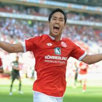 Yoshinori Muto celebrates after scoring for Mainz in Saturday's 3-0 win over Hannover. | KYODO