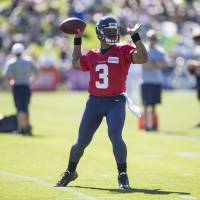 Wilson signs four-year extension with Seahawks