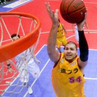 Center Chris Holm, seen playing for the Sendai 89ers during the 2008-09 season, has been one of the bj-league's premier rebounders for nearly a decade. | SENDAI 89ERS / BJ-LEAGUE