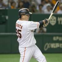 Giants star Shuichi Murata hits a two-run single in the sixth inning on Tuesday. Murata finished with five RBIs on the night.   KYODO