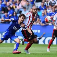 Leicester City striker Shinji Okazaki (left) tussles with Sunderland's Younes Kaboul during their Premier League match on Saturday. | AFP-JIJI