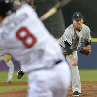 Yankees starter Masahiro Tanaka pitches to the Braves' Jace Peterson on Friday in Atlanta. | KYODO