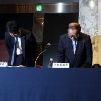 Koichi Ueda, chairman of the third-party investigation committee for Toshiba Corp., second from left, and his investigation committee members Hideki Matsui, left, Taigi Ito, second from right, and Kazuyasu Yamada bow during a news conference in Tokyo in July over the industrial giant's accounting scandal. | BLOOMBERG