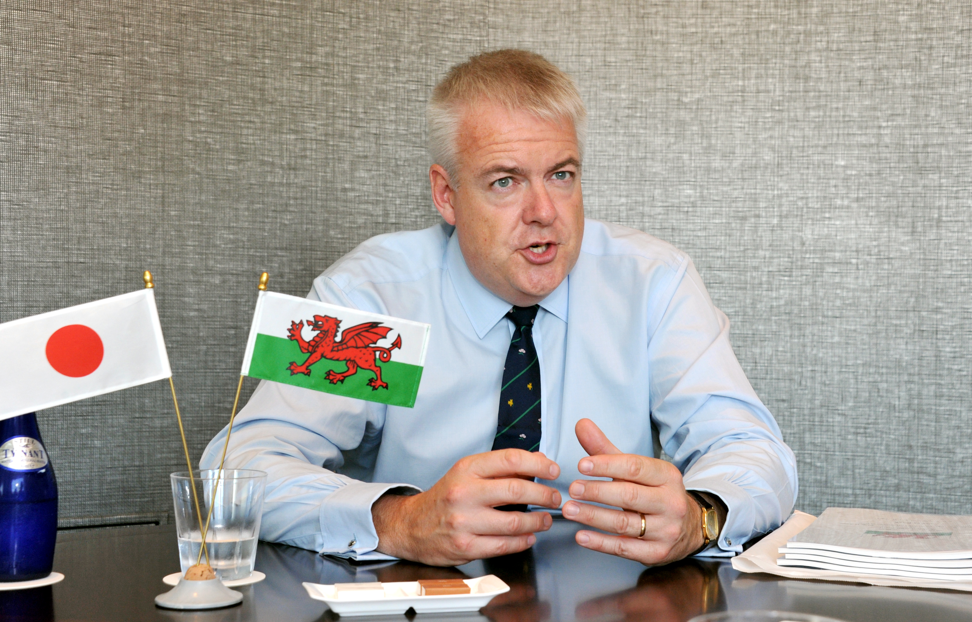 Wales First Minister Carwyn Jones speaks during an interview with The Japan Times in Tokyo on Friday.   YOSHIAKI MIURA