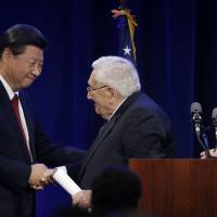 Chinese President Xi Jinping meets with former Secretary of State and National Security Advisor Henry Kissinger after Kissinger introduced him Tuesday at a banquet in Seattle. Xi was in Seattle on his way to Washington for a White House state dinner on Friday. | AP