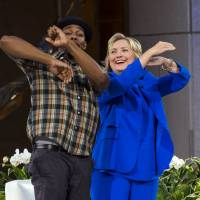 In qualified about-face, Clinton apologizes for email practices