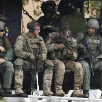 Illinois launches massive manhunt after veteran police lieutenant is shot during foot chase