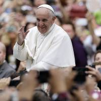 Francis caps U.S. trip by feting Mass with masses after meeting inmates, sex abuse victims