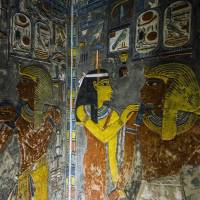 A relief is seen on the wall inside the Horemheb tomb at the Valley of the Kings, near Luxor, Egypt, on Tuesday. Standing before the majestic gold, ochre and white frescos of Tutankhamun's tomb, British archaeologist Nicholas Reeves spoke of his theory that the tomb is actually an antechamber to the grander resting place of Nefertiti, sealed behind a wall. | AFP-JIJI