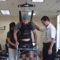 A man who was paralyzed in both legs for five years was able to walk again by using a computerized link fed by brain waves and a harness to support his body weight. | CHRISTINE E. KING, PO T. WANG, COLIN M. MCCRIMMON, CATHY CY CHOU, AN H. DO, ZORAN NENADIC