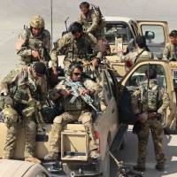 Afghan special forces arrive after launching a counteroffensive to retake the city of Kunduz from Taliban insurgents Tuesday. | AFP-JIJI