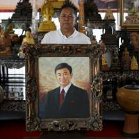 Thaksin advises red shirt opposition to 'play dead' — for now