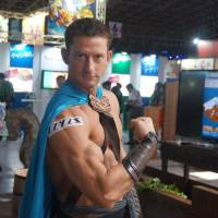Muscular Australian shows off Tokyo Game Show's other side
