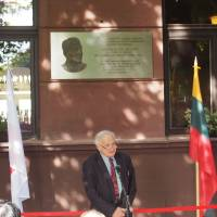 Marcel Weyland, an 88-year-old translator who escaped Nazi persecution thanks to visas issued by Chiune Sugihara, speaks Friday in front of a plaque set up in Kaunas, Lithuania, in honor of the late Japanese diplomat who saved thousands of Jews. | JAPANESE EMBASSY IN LITHUANIA / KYODO