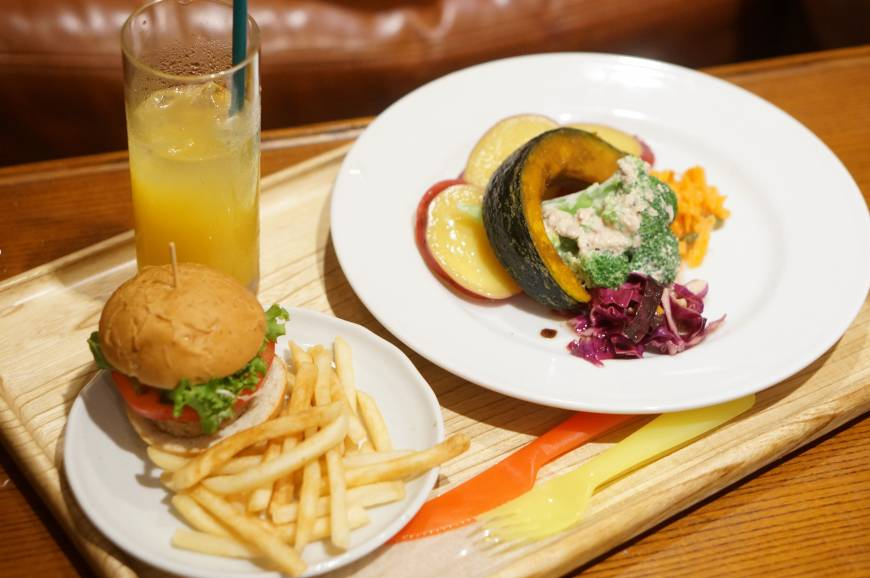 A perfect combination: Mini-burgers and vegetables keep active kids and frazzled parents happy. | MAI HAYASHI